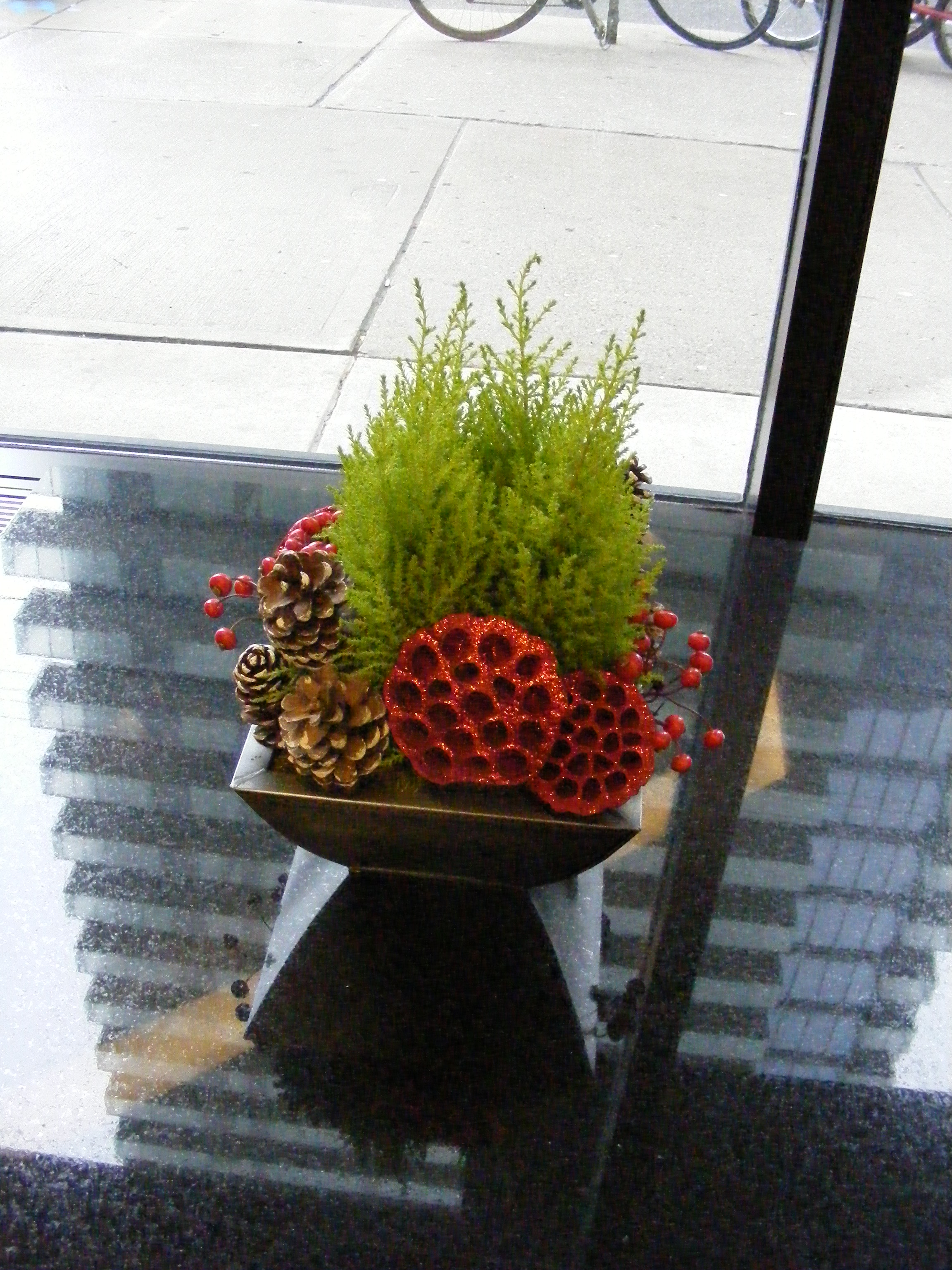 Lobby Arrangements For The Christmas Season Can Be Designed With Live Plants And Flower Or Artificial Flowers These 2 Were
